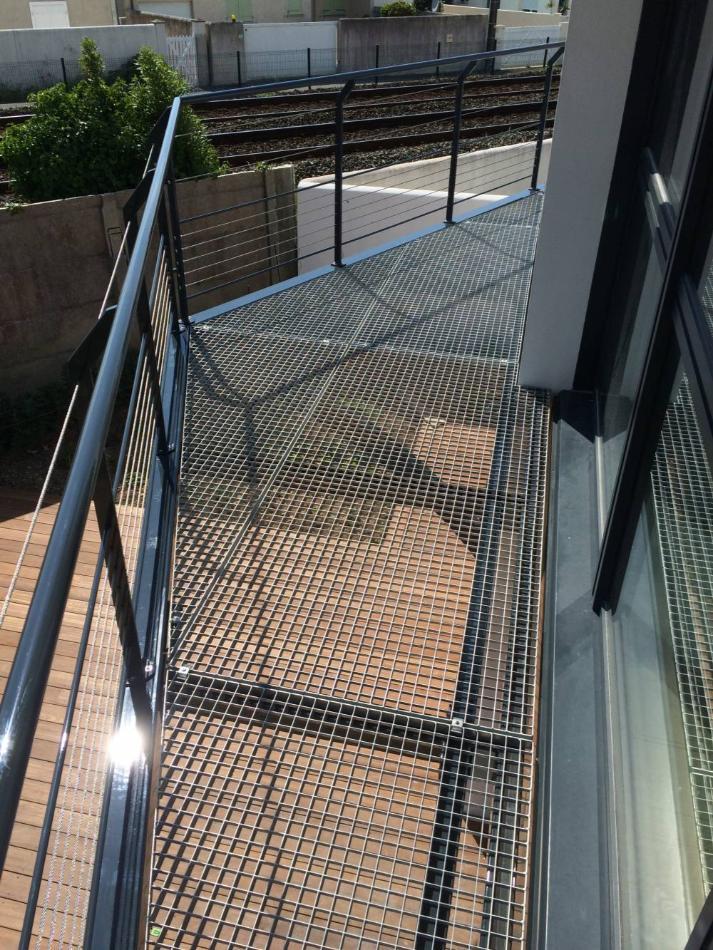 Menuiserie Metallerie Nantes Portail Terrasse Suspendue Escalier Exterieur